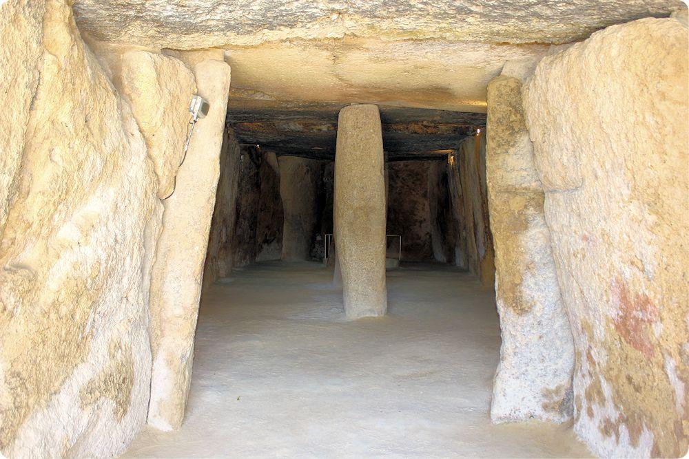 M laga prehist rica el dolmen de menga hablando de ciencia - Piedra artificial malaga ...