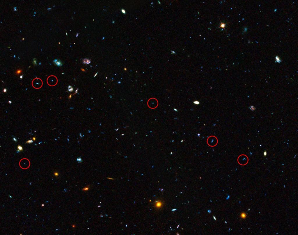 En la imagen se pueden observar las galaxias enanas usadas para el estudio, rodeadas por un círculo de color rojo.