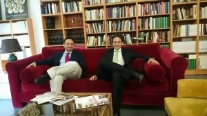 A la izquierda se encuentra el doctor David A. Pérez, a la derecha está el doctor Jesús Porta-Etessam. Foto de Alberto Sánchez Medina.