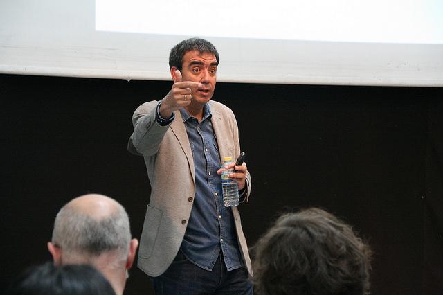 """Foto 3: José Manuel López Nicolás en su conferencia """"El post del millón de euros"""""""